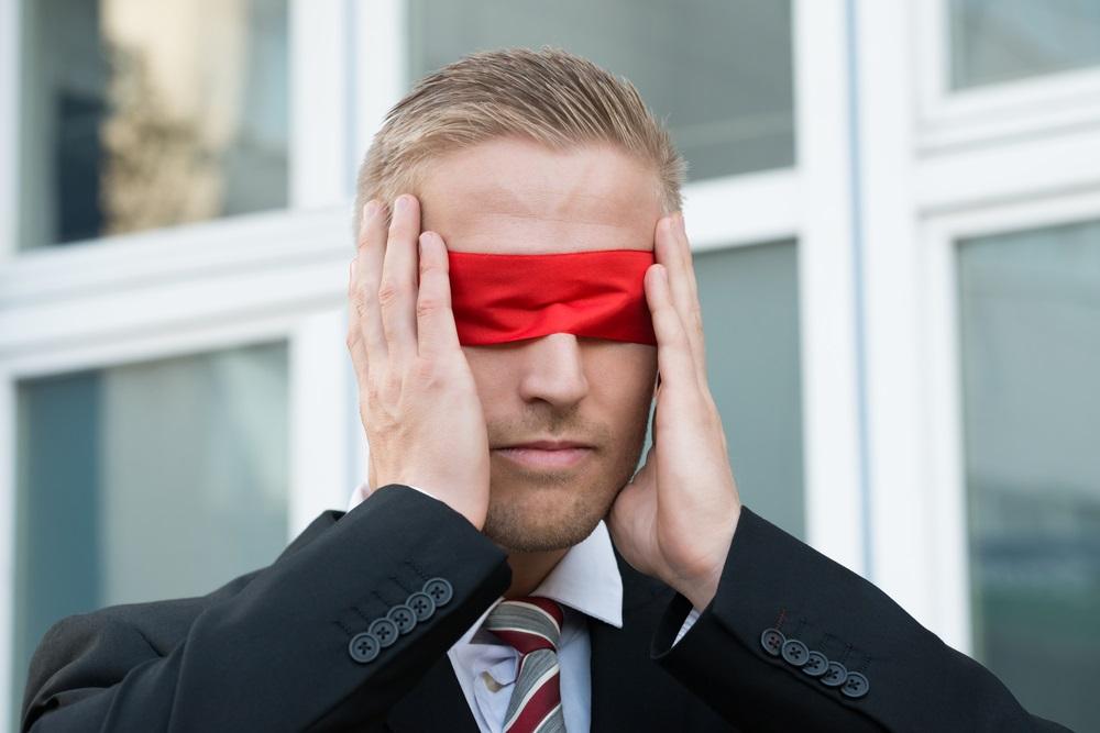 ¿Puedes Contratar Con Los Ojos Vendados?